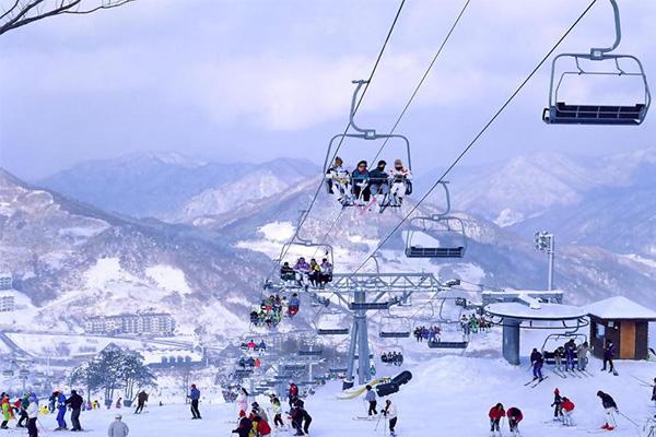 หัวข้อหาประสบการณ์สกีแบบง่ายๆที่โอโซระคัง สโนว์ พาร์ค เมืองอะคิโอตะประเทศญี่ปุ่น